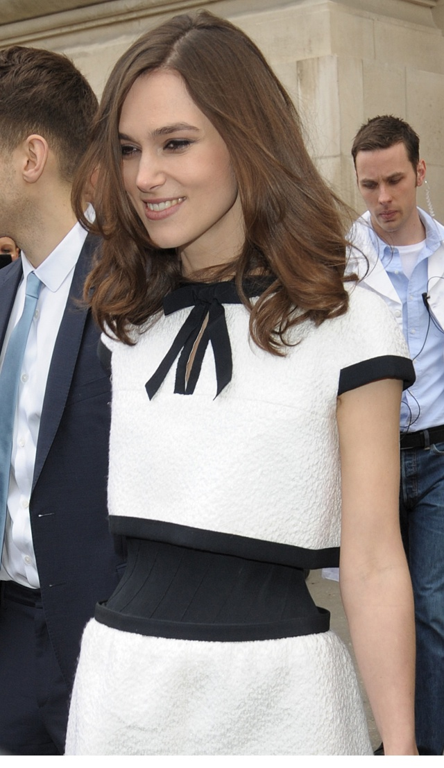 keira-knightley-tiny-waist-chanel-show-paris-fashion-week