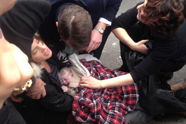 Woman gives birth in New York street