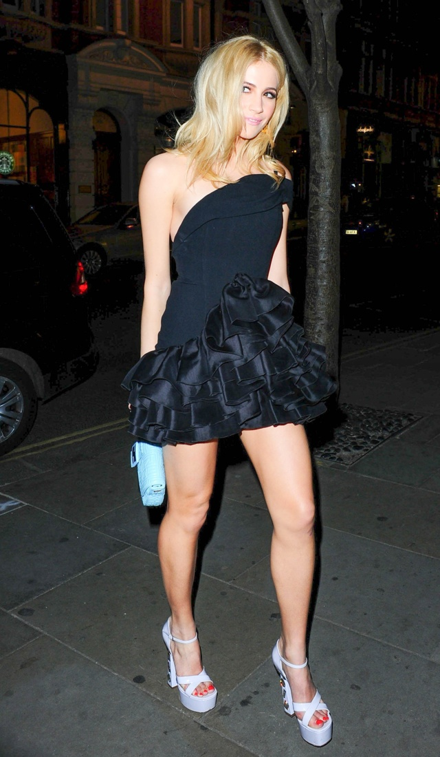 pixie-lott-black-ra-ra-skirt-rodial-beautiful-awards