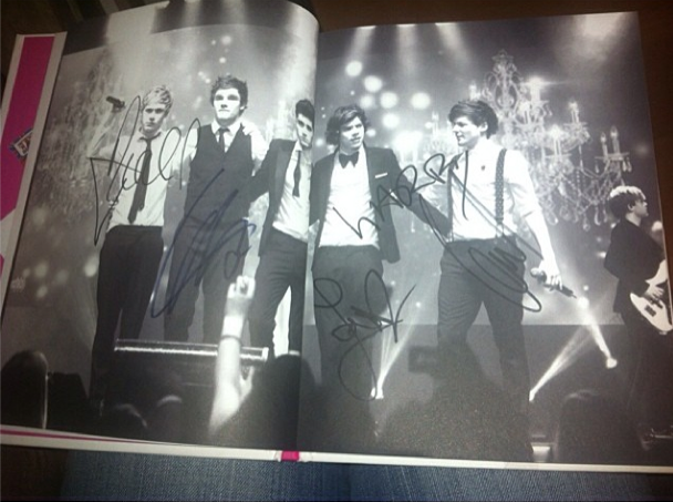 One Direction book signing signatures pic