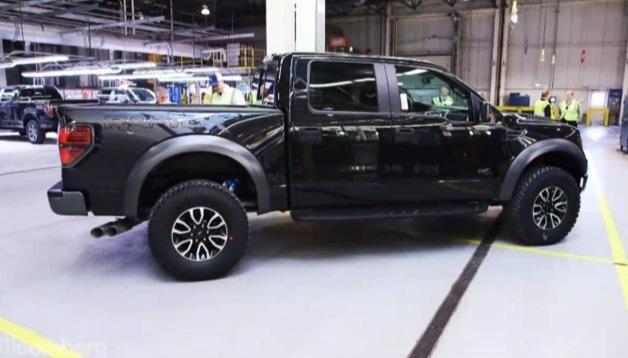 【ビデオ】フォード「F-150」の工場で愛車ができ上がるまでを見学!
