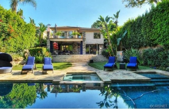 Kaley Cuoco Lists Her Former Home for $2.795 Million