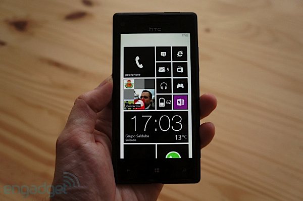 Que no decaiga la fiesta: HTC trabaja con Microsoft para dar Windows Phone Blue al 8X
