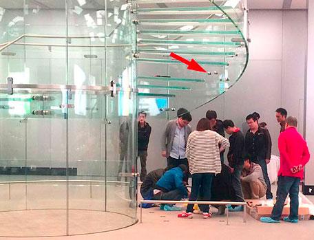 Broken stair at new Shanghai Apple Store
