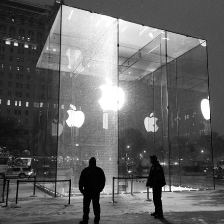 NYC Apple Storey by Instagram user krissyhotdogs