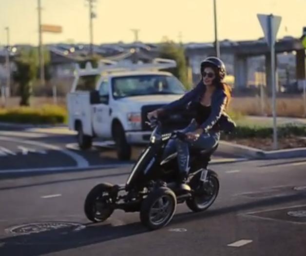 【ビデオ】これは楽しそう! 車体を深く傾けられる電動3輪スクーター「スウェイ」