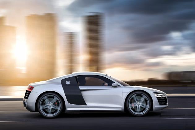 アウディが「R8」の小型版ミドシップ・スポーツカー「R4」を開発...か!?