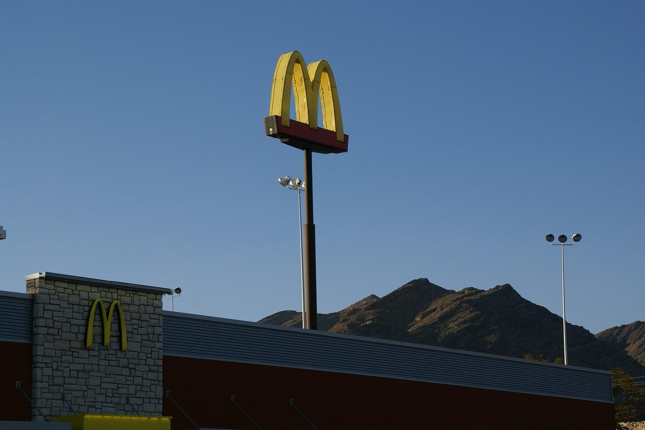 McDonald's nos confirma lo que ya sospechábamos: sus hamburguesas pasan por Photoshop
