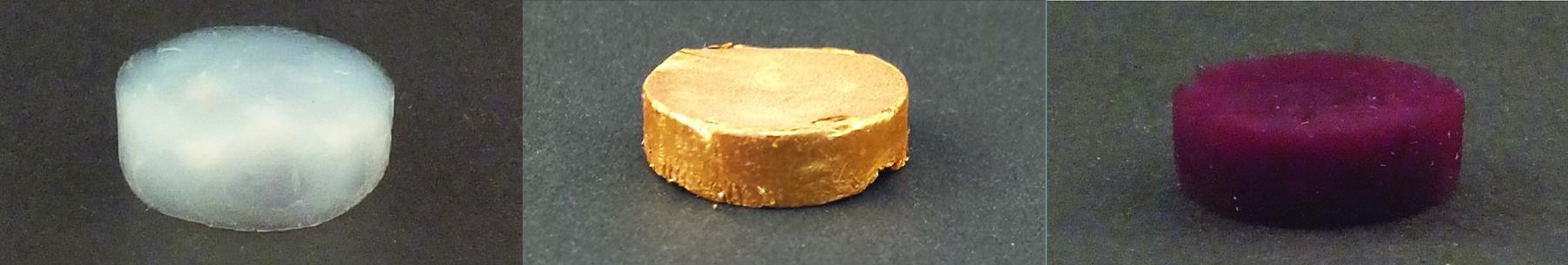 Ein Schaum aus Proteinfäden (amyloiden Fibrillen) ohne Gold (oben), mit Gold-Mikropartikeln (Mitte) und Gold-Nanopartikeln (unten).)