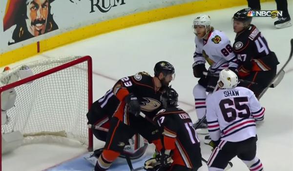 あきらめたらそこで試合終了だ!NHLの試合でスゴすぎるプレーをした選手が話題に【動画】