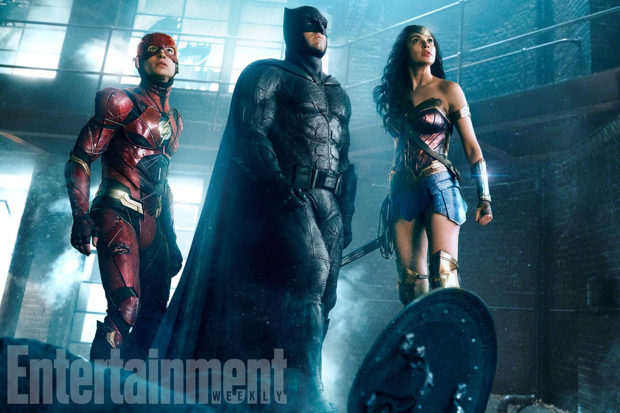 JUSTICE LEAGUE (2017)(L-r)†EZRA MILLER as The Flash,†BEN AFFLECK as Batman and GAL GADOT as Wonder WomanCredit: Warner Bros. Pictures/ ô & © DC Comics