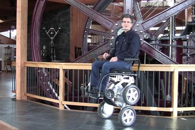 【ビデオ】セグウェイの生みの親が、立ち上がる車椅子「iBOT」をトヨタと共同開発!