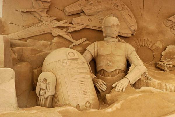 「砂のスター・ウォーズ」が鳥取砂丘に登場 ストームトルーパーも視察に