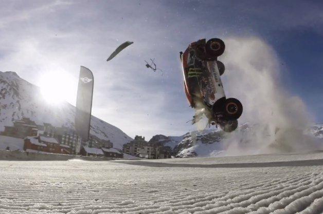【ビデオ】ジャンプの世界記録に挑んで失敗! その瞬間をあらゆる角度から捉えた映像