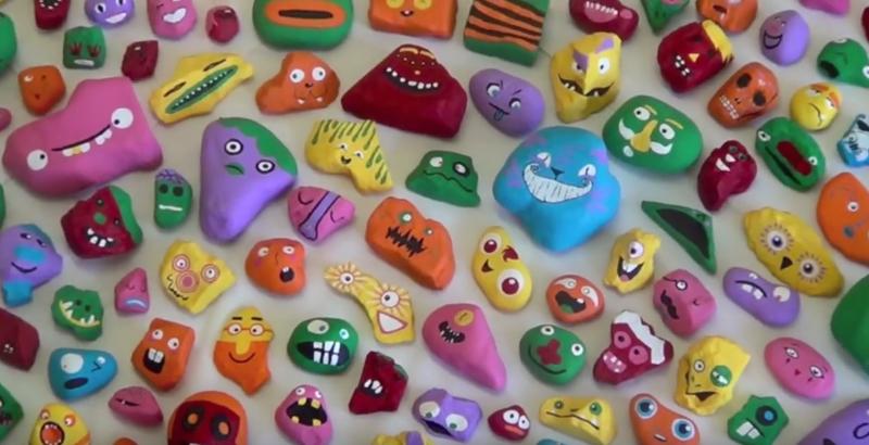 【これはユニーク!】1000個の石にカラフルな顔を描いて街にバラ撒く!? パパと子供たちとの一大アートプロジェクトが話題に