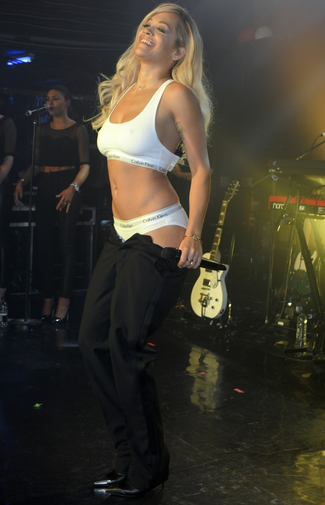 rita-ora-strips-underwear-GAY-nightclub