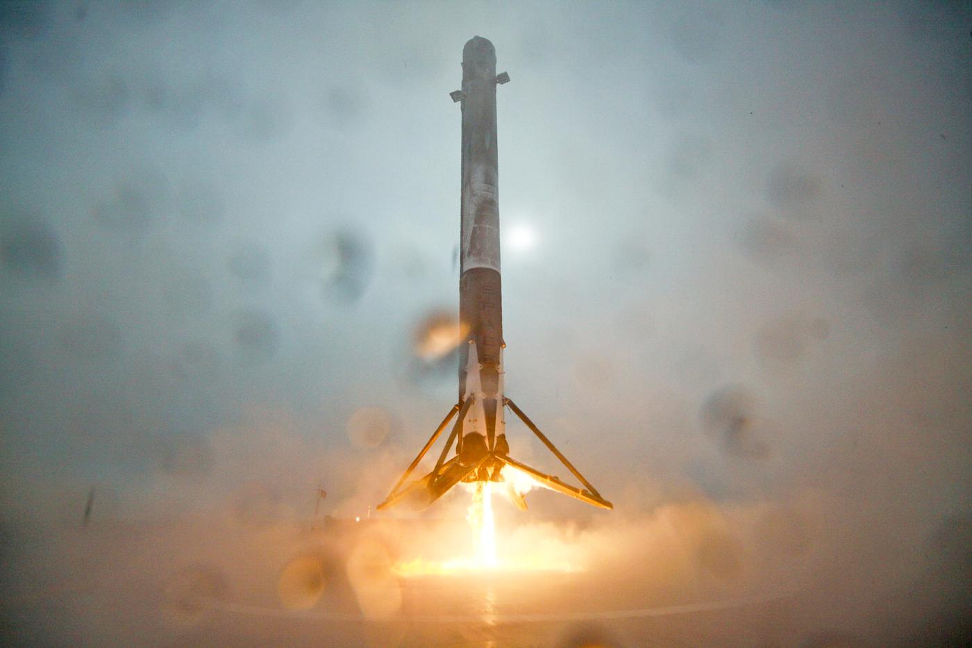 SpaceX wagt heute Nacht erneut Raketenlandung auf See (Update)