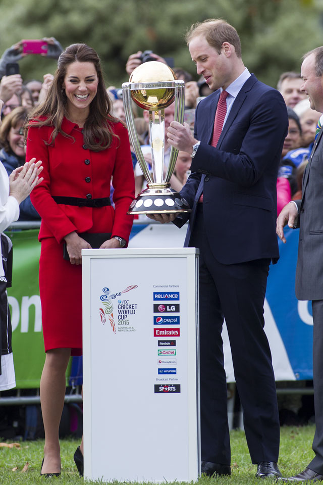 CHRISTCHURCH, NEW ZEALAND - APRIL 14:  Catherine, Duchess of Cambridge and Prince William Duke of Cambridge with the Cricket World Cup in Latimer Square Gardens on April 14, 2014 in Christchurch, New Zealand. The Duke and Duchess of Cambridge are on a three-week tour of Australia and New Zealand, the first official trip overseas with their son, Prince George of Cambridge.  (Photo by Ian Jones-Pool/Getty Images)