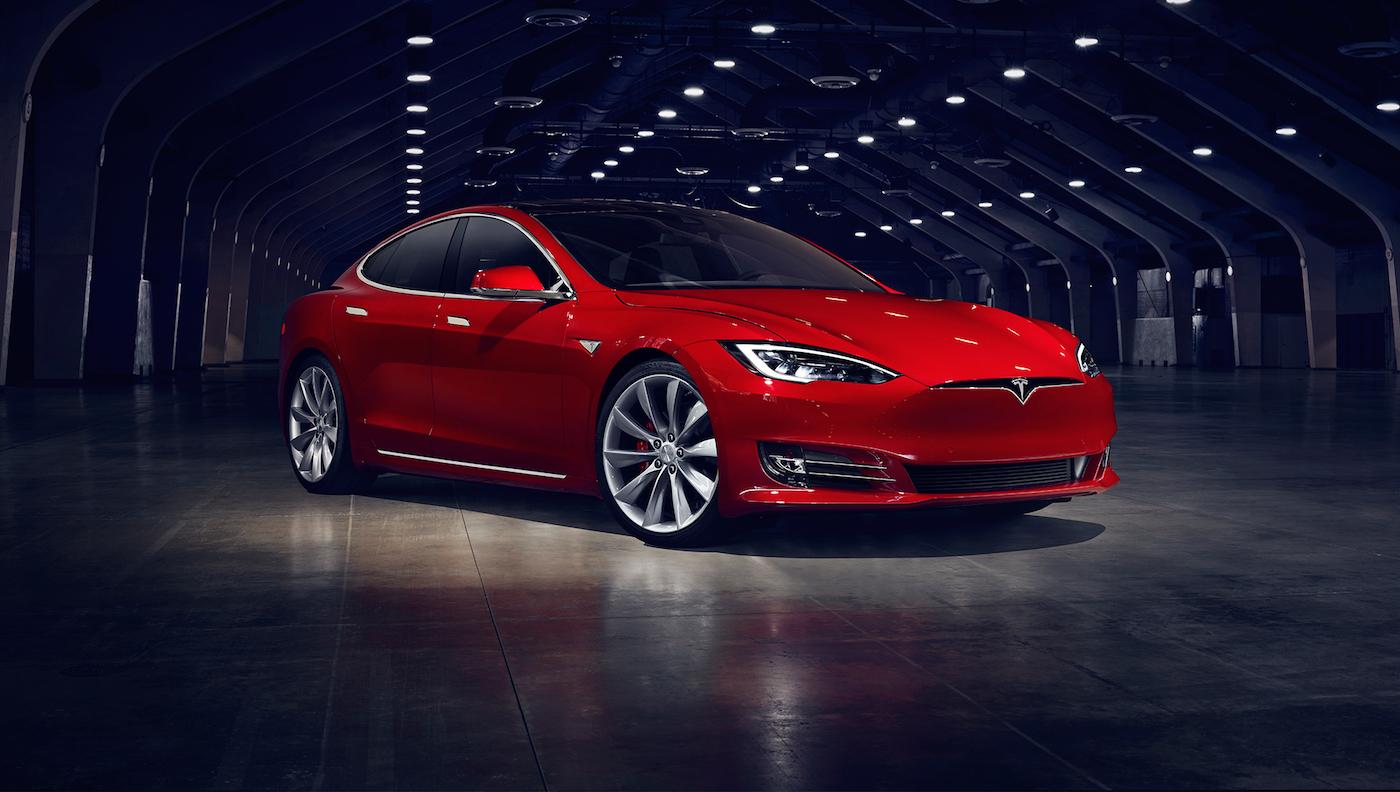 Elon Musk confirma que el Tesla Model S flota como un barco