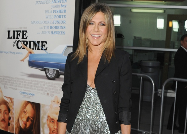 Jennifer Aniston enjoys drink after Brad Pitt marriage news