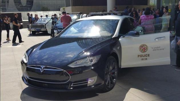 ロサンゼルス市警、テスラ「モデルS」のパトカーを本格導入することに躊躇