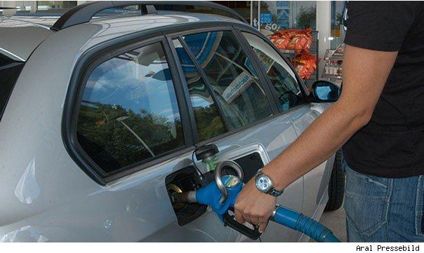 abzocke, autofahrer, autofahrer abzocke,  Benzin, billig, breaking, Diesel, Kraftstoffpreise, preiserhöhung, Preisvergleich, spit, sprit preis, SpritPreis, Super, Tankstelle, teuer, Abzocke, ADAC, Benzinpreis, billig, featured, diesel, Kraftstoffpreise, Preisvergleich, Spritpreise, schwanken der Spritpreise,  günstig tanken, günstiger tanken, billig tanken, teuer tanken