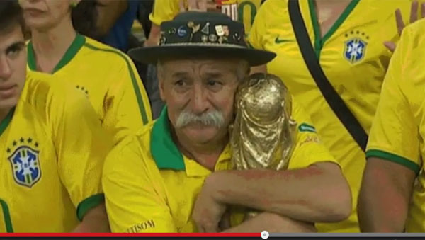 【W杯】ブラジルの「トロフィーおじいちゃん」が泣けると話題に