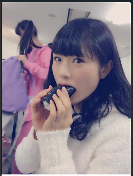 NMB48・渋谷凪咲&三田麻央、恵方巻き「かぶりつきショット」に全国のファン歓喜