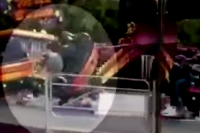Teenagers seriously injured after faulty fairground ride breaks (video)