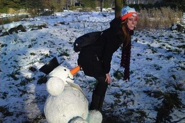 hot girls with a sense of humor, funny girls, hot girls, snowman nose girl