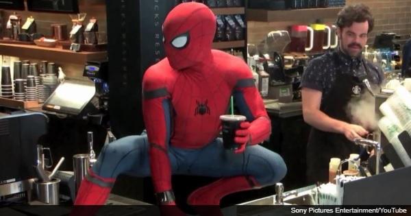 スタバで待っていたら天井からスパイダーマンが・・・【ドッキリ映像】
