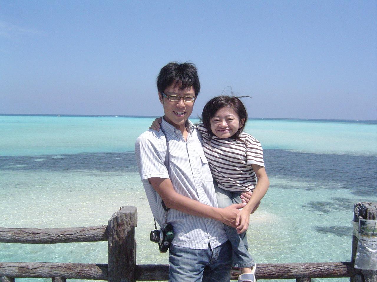 実家の沖縄に帰省した時、池間大橋にて。