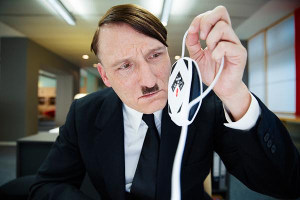 独裁者・ヒトラーを怪演した主演俳優が語る現代社会の恐ろしさとは? ドイツで大ヒット!映画『帰ってきたヒトラー』