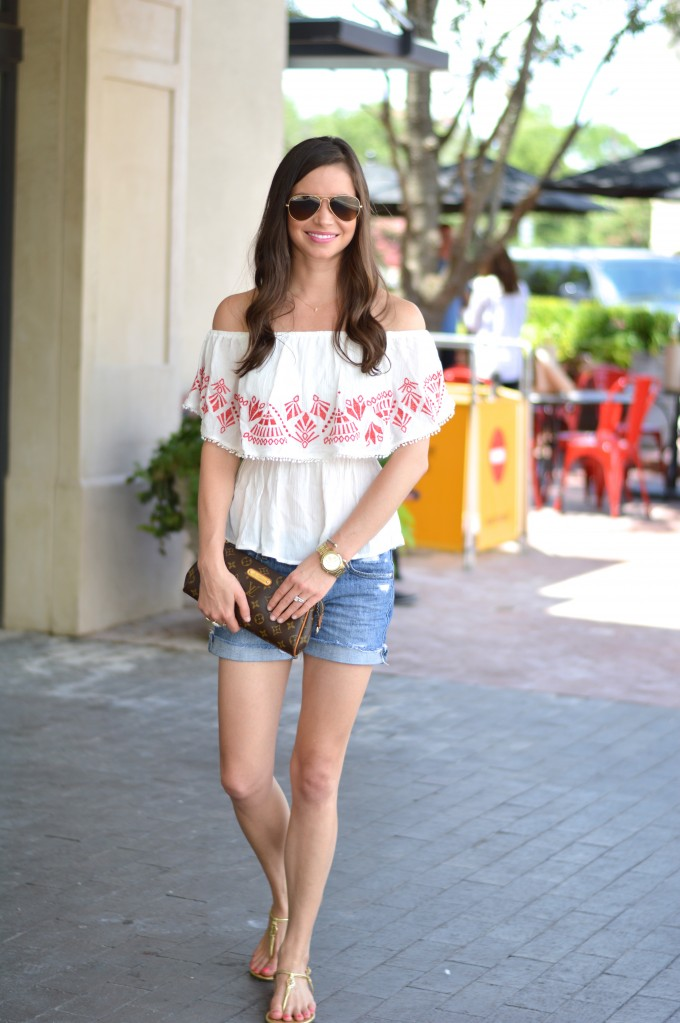 Street style tip of the day: Shoulderless top