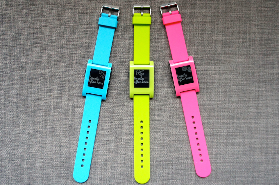 Pebble's smartwatch now comes in pink, blue and neon green