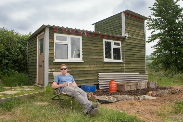 Farmworker Builds His Own House For Just 3 000 Aol Uk Money