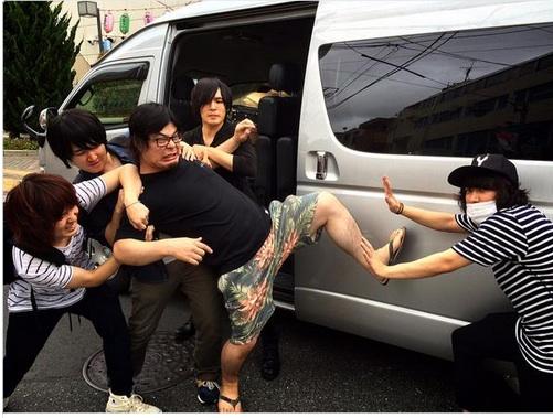 マキシマム ザ ホルモンのダイスケはんがKANA-BOONと大乱闘!?www
