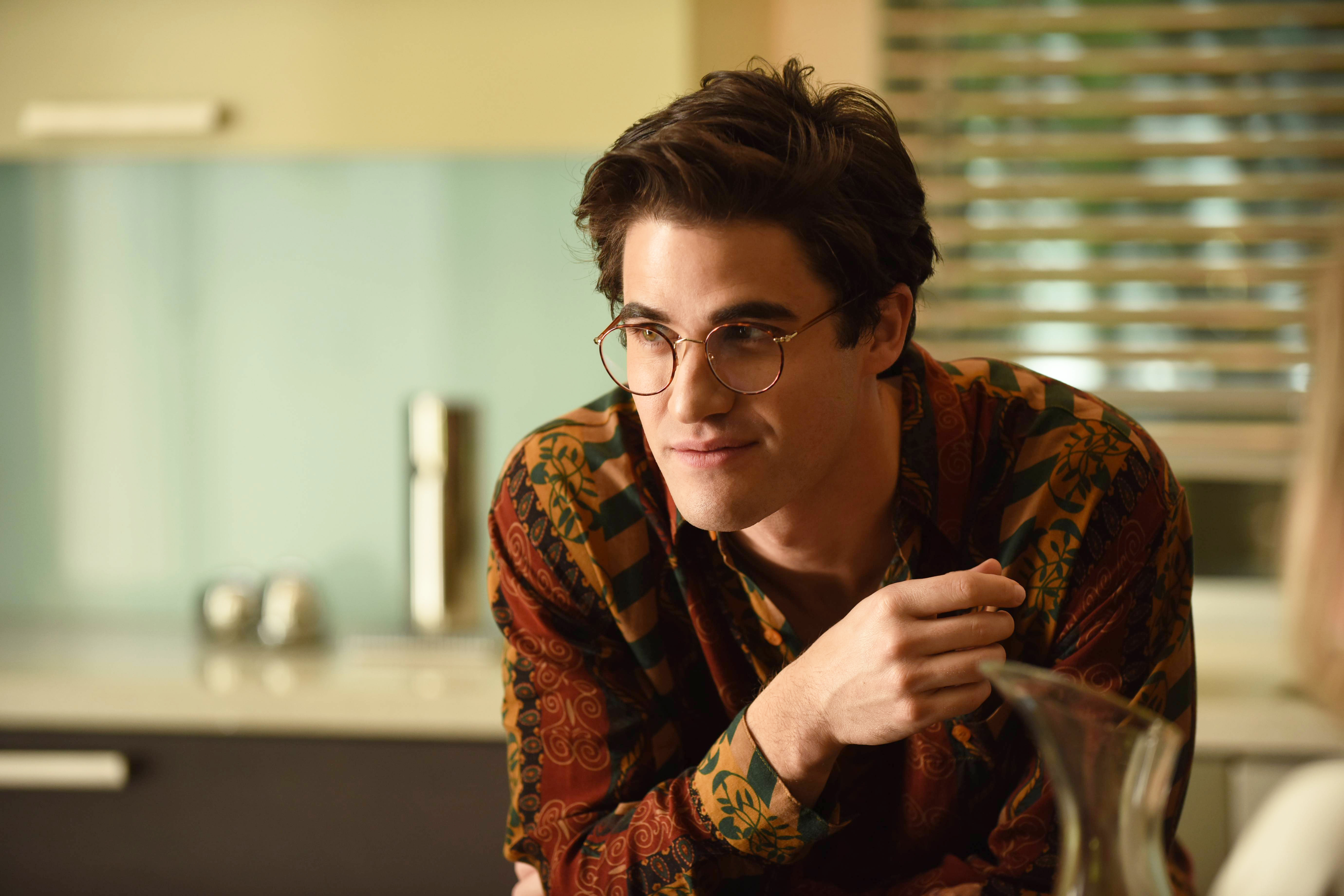 Em atuação elogiada, Darren Criss é Andrew Cunanan, assassino de Versace.