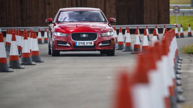 ジャガー、100台の車両を用いて公道で自動運転技術のテストを開始