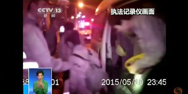 中国四千年の歴史!6人乗りバンに50人が乗車する荒業がスゴすぎるwww【動画】