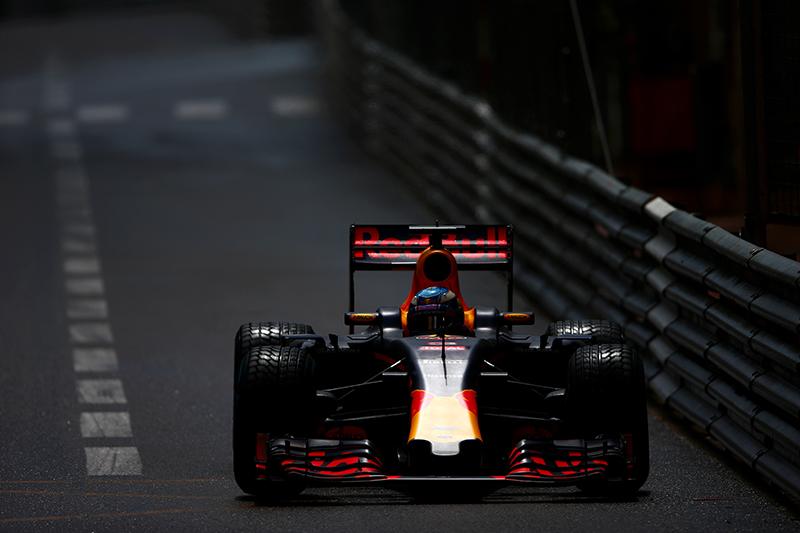 Daniel Ricciardo of Australia drives the Red Bull Racing Red Bull-TAG Heuer RB12 TAG Heuer during the Monaco Formula One Grand Prix at Circuit de Monaco on May 29, 2016 in Monte-Carlo, Monaco.