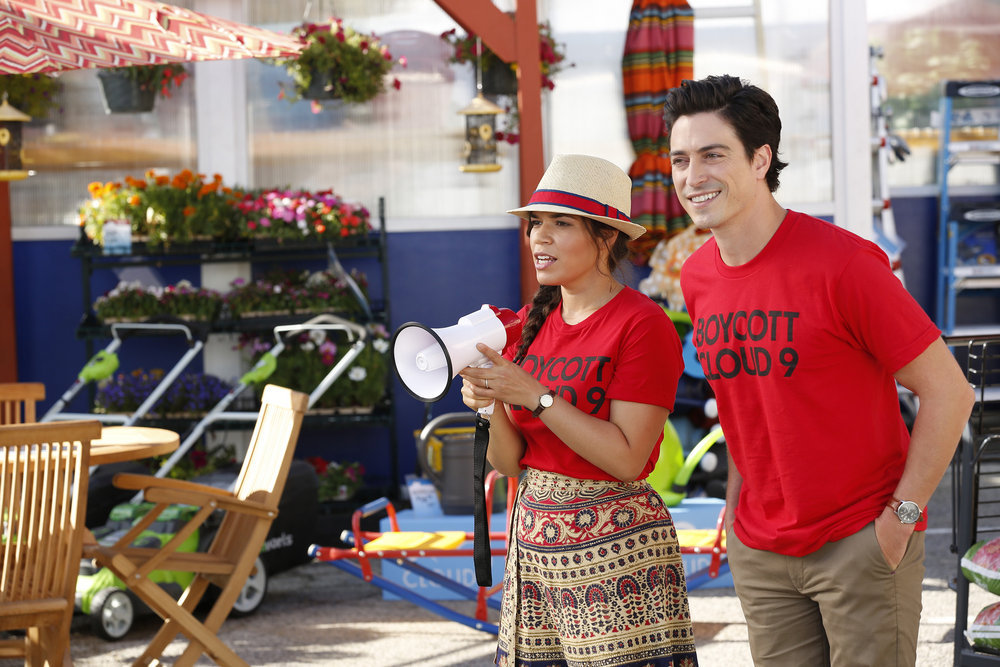 "SUPERSTORE -- ""Strike"" Episode 202 -- Pictured: (l-r) America Ferrera as Amy, Ben Feldman as Jonah -- (Photo by: Trae Patton/NBC)"
