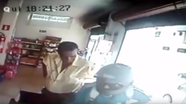 吉田沙保里かよ!強盗に高速タックルをかます80歳のおジイちゃんの格闘スキルが高すぎるwww【動画】
