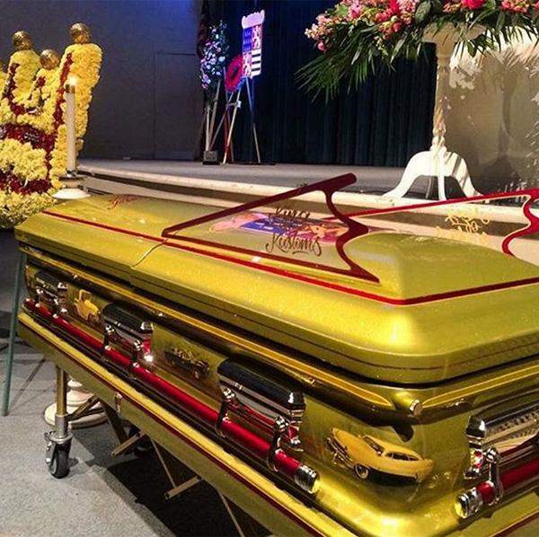 66年の名作すぎるバットモービルのデザイナー、ジョージ・バリスが死去 アメ車風のド派手な棺が話題に【動画】