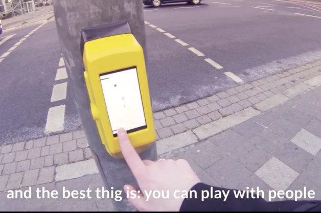 【ビデオ】ついに実用化! 退屈な信号待ちを楽しくする秘策アイテム