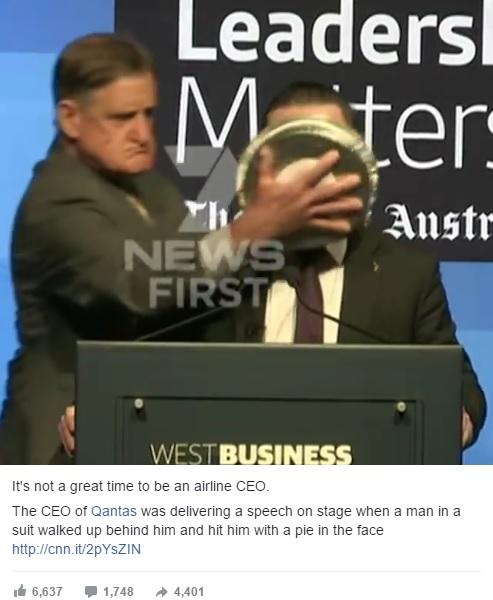 カンタス航空CEO、男性から顔面にパイ攻撃を受ける