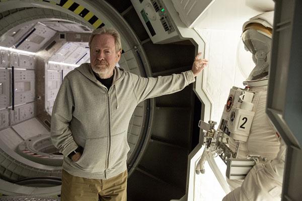 実はNASA職員なの!?リドリー・スコット監督が火星について語りまくる映画『オデッセイ』特別映像