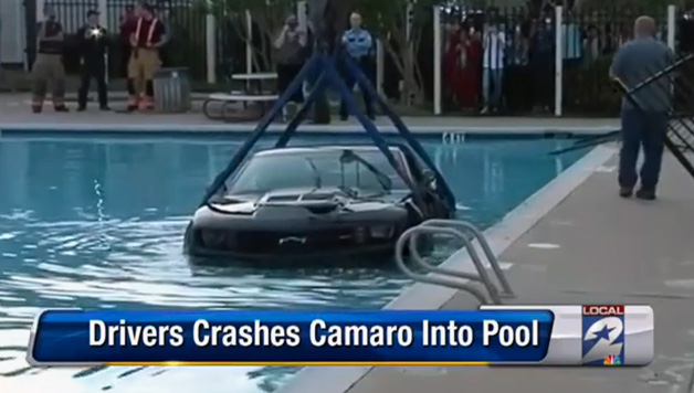 【ビデオ】テキサスのプールで起きたシボレー「カマロZL1」の水没事件!