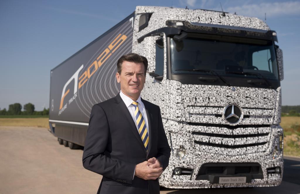 Mercedes-Benz, Future Truck 2025, highway Pilot, Daimler trucks, autonomes fahren, selbständiges fahren, autonomer lkw, Mercedes Lastwagen, Bernhard, Weltpremiere, debüt