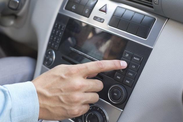 ドライブ中に聴く音楽が、事故を引き起こす可能性があるという研究結果が明らかに